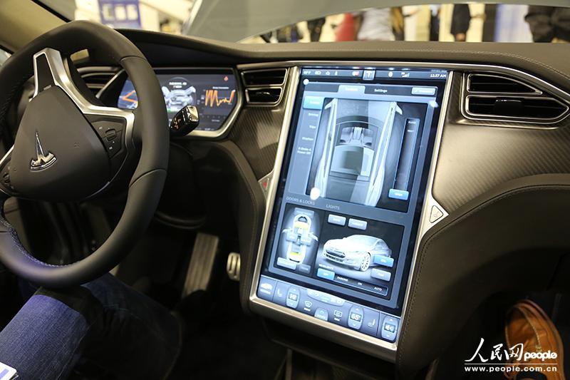 会场内展出的特斯拉汽车model