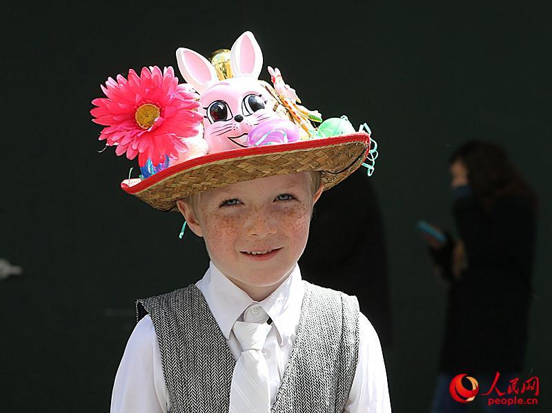 小薇可爱戴帽子