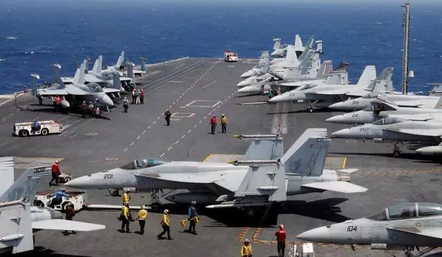 美国航母战斗群一路向北 朝鲜半岛将现四月危机?各方回应