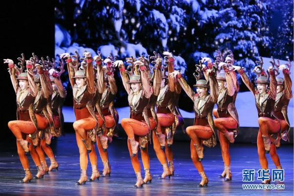 """纽约""""圣诞奇观""""表演正式开演"""