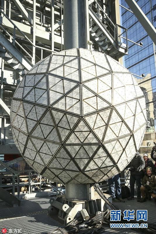世界最大水晶球更换288片新水晶 静待新年到来【3】