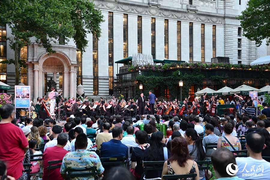 美国亚文交响乐团在纽约举办布莱恩特公园音乐会