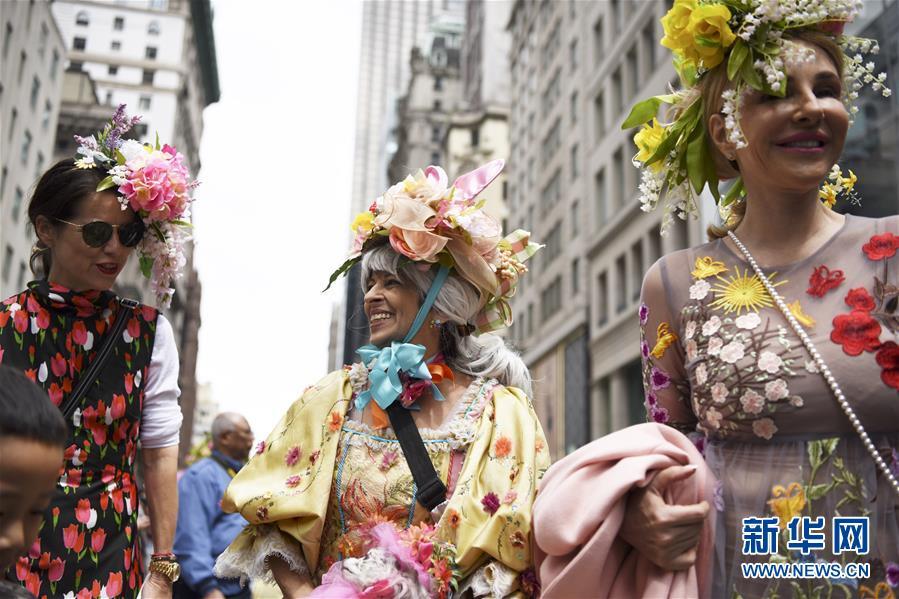 纽约:缤纷花帽庆祝复活节
